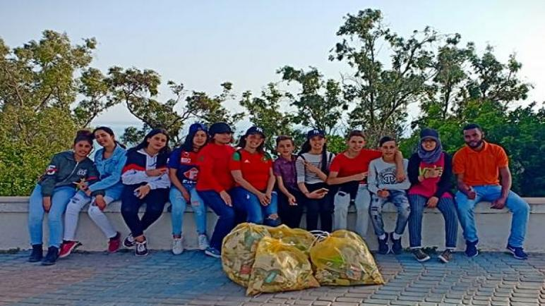 شباب يقودون حملة لتنظيف الأحياء بمنطقة سيدي بوزيد