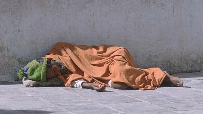 العثور على جثة مشرد بآسفي ..إلى متى يموت مشردونا في الشوارع بعيداعن مؤسسات الرعاية؟