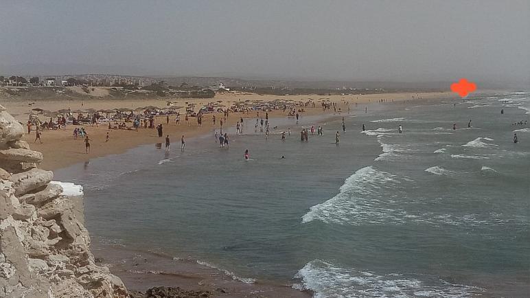مزيدا من الحذر : المقابر العائمة تفجع الصويريين بغرق تلميذ و نقل آخر للمستعجلات بشاطئ سيدي كوكي