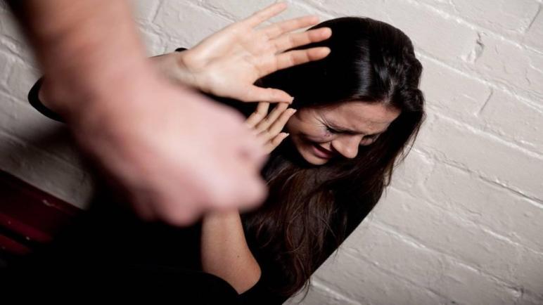 معاناة المرأة المعنفة خلال الحجر الصحي أسفي