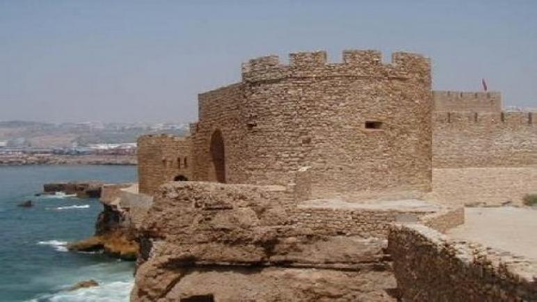 """قصر البحر"""" معلمة تاريخية تستغيث .. فهل من مغيث.."""