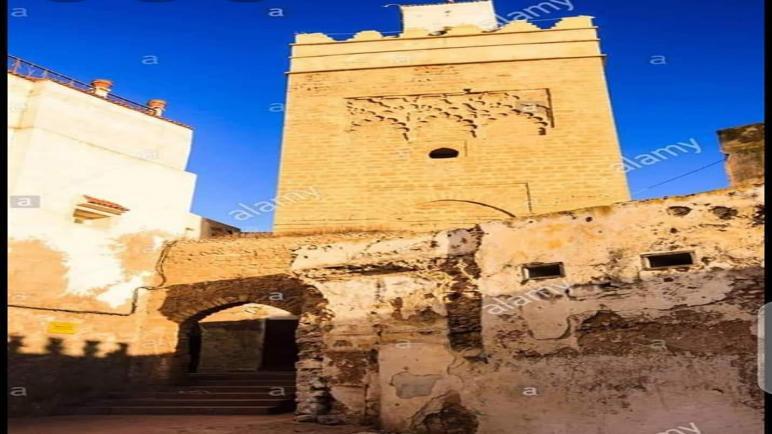 صومعة طليقة لعدة قرون تبحث عن من يجمعها بطليقها في زمن الإجحافات