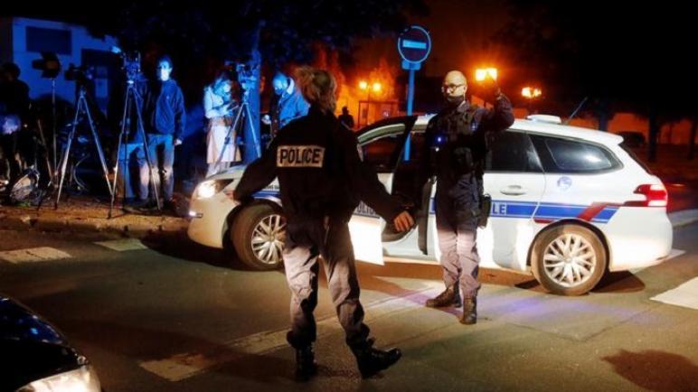 فرنسا تشرع في غلق المساجد عقب جريمة القتل