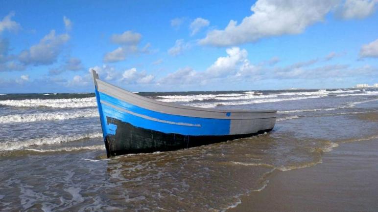 توقيف شبكة للهجرة السرية وحجز سيارة و قارب بمعمل مهجور.