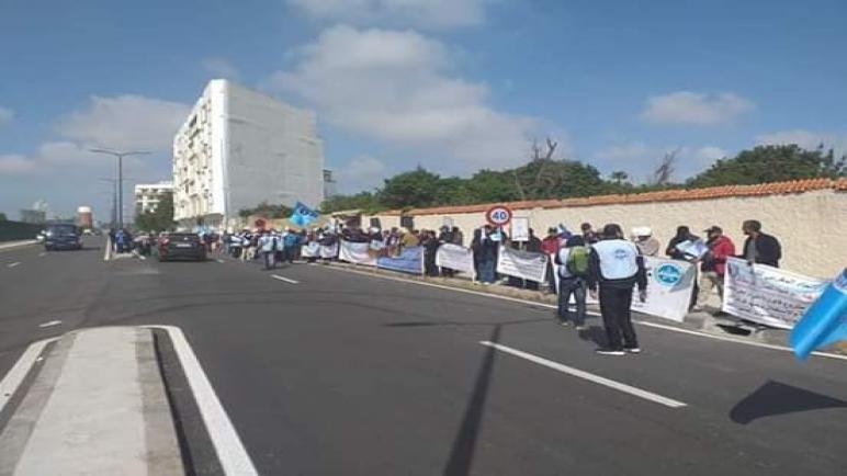 الاتحاد المغربي للشغل يخوض وقفة احتجاجية أمام الادارة العامة للفوسفاط بالبيضاء