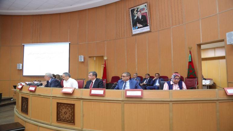 الدورة الاستثنائية لمجلس جهة مراكش تصادق بالاجماع على عدد من المشاريع بالجهة