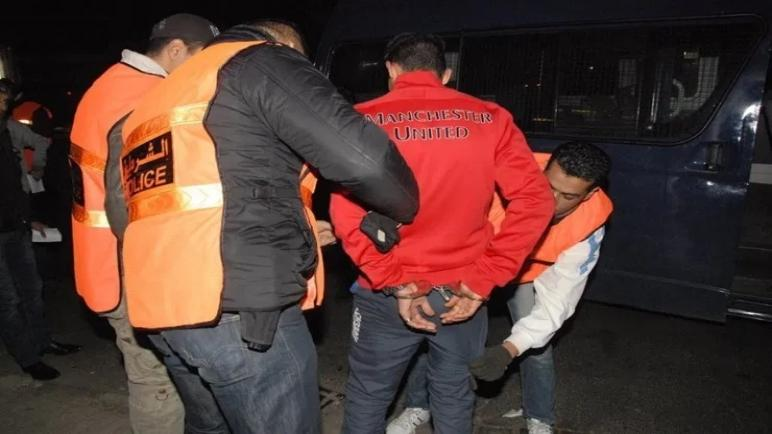 """اعتقال تاجر مخدرات وحجز كميات كبيرة من """"الحشيش"""" داخل منزله"""