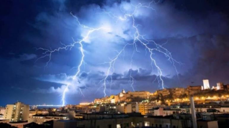 نشرة إنذارية: أمطار رعدية وتساقطات ثلجية بعدد من أقاليم الجهة